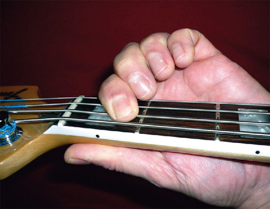 bp2_2010_mbui_fender_jb_1fret_550