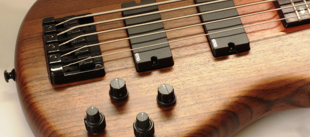 Bass Professor 4/2010 - Test: Ibanez SRT 900DX / SRT 905DX