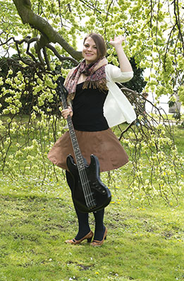 Bass Professor 4/2015, Lady On Bass: Larissa Bode